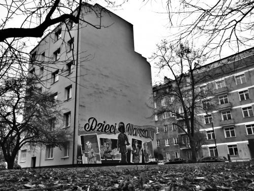 """Mural """"Dzieci Warszawy"""" przy ulicy Wilanowskiej"""
